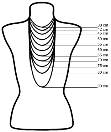 Verschillende lengtes ketting om hals